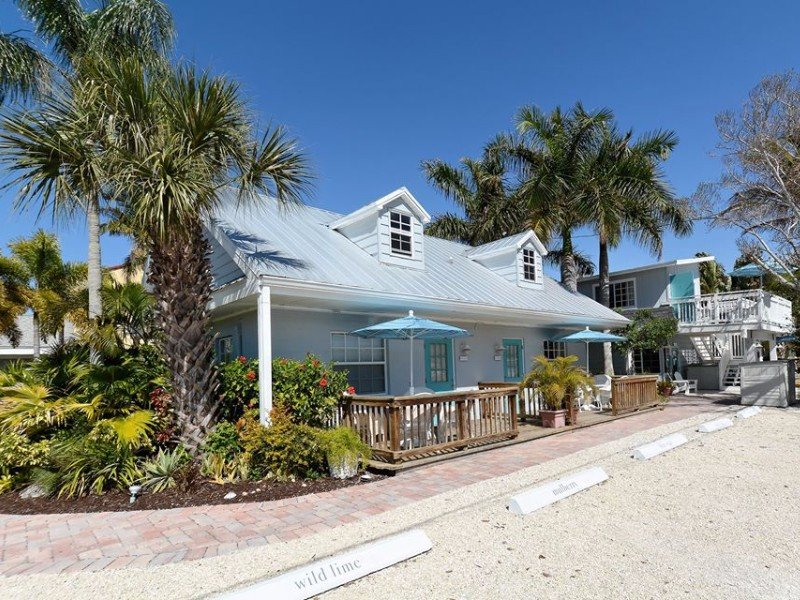 10 Charming Beachfront Cottages In Florida With Ocean