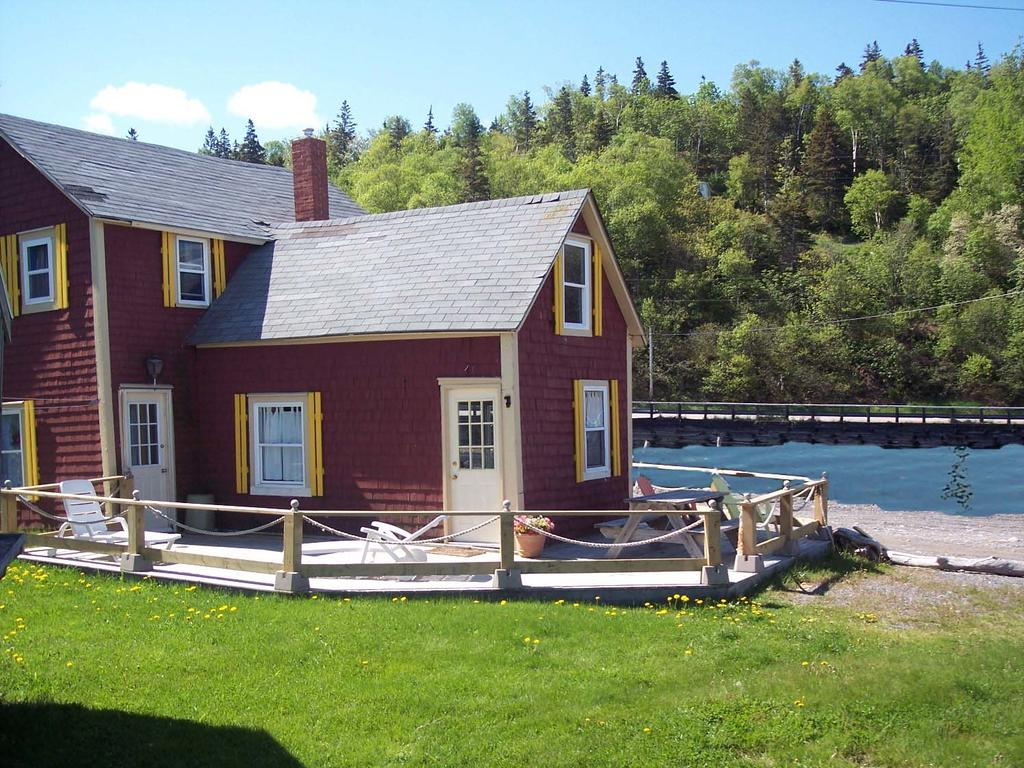 Quirky Beach Cottage Harbourville Canada  Booking