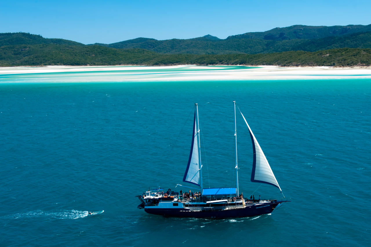 Diving Boat Tour Whitsundays Sailing Adventure  18 To 35'S