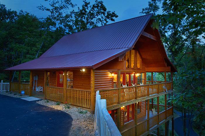 Top 10 Beautiful Smoky Mountain Cabins With A Hot Tub