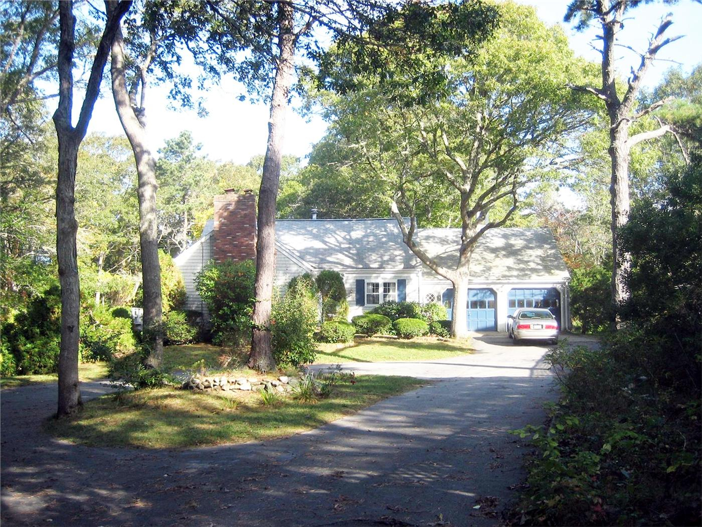 Hyannis Vacation Rental Home In Cape Cod Ma 02672 1/4
